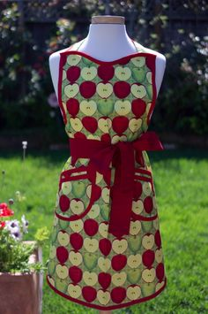 Apron  Vintage Style Retro  Just Apples by JassyKitchen on Etsy, $29.00