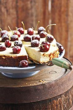 Liesl du Plessis van Bloemfontein se WEN-KAASKOEK is maklik, lekker en 'n waardige wenner. Daar het ongelukkig 'n foutjie ingeglip by die bestanddele van dié kaaskoek - 2 eiers is uitgelaat. Sweet Pie, Sweet Tarts, Cheesecake Recipes, Dessert Recipes, Cheesecake Bites, Kos, Mini Cheesecakes, Let Them Eat Cake, Sweet Recipes