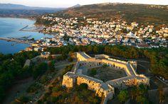 Kalamata Pylos-Methoni Day Trip from Costa Navarino in Greece Europe Greek Castle, Greece Resorts, Greek Culture, Greece Holiday, Paradise On Earth, Luxury Holidays, Roadtrip, Ancient Greece, Day Trip