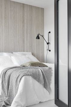 Home Interior Salas Bedroom wall texture, soft palette Minimalist Home Interior, Minimalist Bedroom, Swedish Interior Design, Scandinavian Interior, Bedroom Wall Texture, Home Bedroom, Bedroom Decor, Master Bedroom, Wall Decor