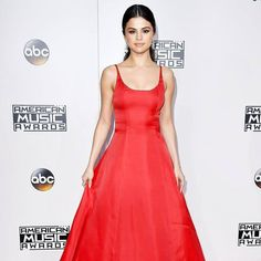 Her acceptance speech brought us to tears and also her makeup 'cos it's just perfect. :@usweekly @selenagomez #ama2016