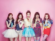 girls generation's Taeyeon, Tiffany, Yoona, Sooyoung and Hyoyeon