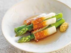 Mako さんのグリーンアスパラガスを使った「アスパラおでん」。洋風料理になりがちなアスパラガス、実は和風の味付けにもよく合います。ご飯がすすむ、ちくわにはさんだ、ユニークな煮物の出来上がり! NHK「きょうの料理」で放送された料理レシピや献立が満載。