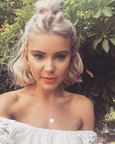 23 Stunning and Easy Hairstyles for Short Hair; twist hairdo; French braid hairstyle; messy hairstyles; chic hairstyles.