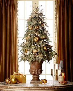 Traditional And Unusual Christmas Tree Décor Ideas are the main symbol holiday decor of the house and the star of the Christmas decorations. own decorating design, which reflects old traditions. Unusual Christmas Trees, Tabletop Christmas Tree, Mini Christmas Tree, Elegant Christmas, Outdoor Christmas Decorations, Modern Christmas, Christmas Home, Christmas Holidays, Christmas Crafts