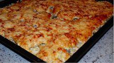 """Je jen úžasné, kolik jídel může být vyrobeno z takového užitečného produktu jako brambory. Budete potřebovat jednoduché přísady, trochu času a na stole budete mít úžasné jídlo – """"Brambory pod kožich"""". Kuchař by neměl spěchat, takže kastrol měl dostatek času, aby protomitsya správně v troubě. Jen tehdy bude výsledek vynikající! Co budete potřebovat? 1 kg … Lasagna, Macaroni And Cheese, Steak, Food And Drink, Pizza, Potatoes, Menu, Health, Ethnic Recipes"""