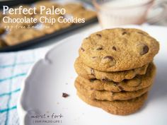 Paleo Choc Chip cookies These nut-free, grain-free, egg-free perfect paleo chocolate chip cookies will be the best cookies you've ever eaten. Paleo Sweets, Paleo Dessert, Gluten Free Desserts, Dessert Recipes, Appetizer Recipes, Paleo Chocolate Chip Cookies, Paleo Cookies, Healthy Chocolate, Real Food Recipes
