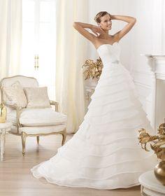Pronovias te presenta el vestido de novia Lasei. Glamour 2014. | Pronovias