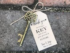 100 Skeleton Key Bottle Openers * Customized Tags * Personalized Printed Tags * Antique Key Wedding Favors * Thank You for Being a Key Part - Your guests will love this posh and practical wedding/party favor! The antique vintage style key is - Wedding Favours Thank You, Vintage Wedding Favors, Creative Wedding Favors, Inexpensive Wedding Favors, Elegant Wedding Favors, Beach Wedding Favors, Personalized Wedding Favors, Unique Weddings, Wedding Gifts