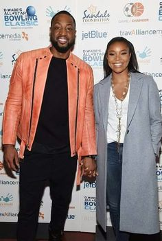 Dwyane Wade (L) and Gabrielle Union attend Dwyane Wade's All-Star Bowling Classic hosted by the Sandals Foundation on February 2015 in New York City. Petite Fashion, 70s Fashion, Autumn Fashion, Naomi Campbell Walk, Tyson Beckford, Winter Outfits, Casual Outfits, Terry Crews, University Style
