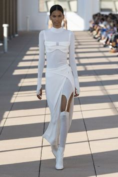 See the top five looks from all the best collections at New York Fashion Week Spring Fashion Week, New York Fashion, Runway Fashion, Spring Fashion, Fashion Show, Fashion Outfits, Fashion Design, Fashion Trends, Womens Fashion