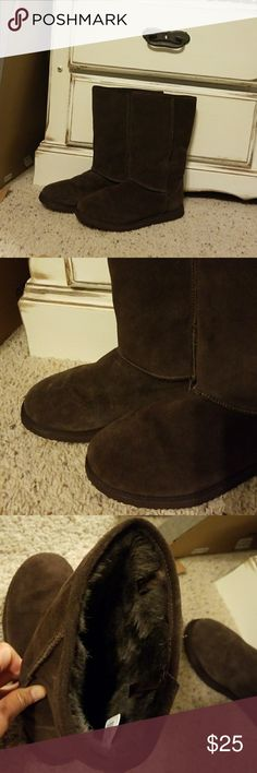 🎁Old Navy Boots🎁 💙Boots- Tall.  Mocha colored.  Fur on inside making them super comfortable! Never really worn outside.  Like New Condition 💙💙💙 Old Navy Shoes Winter & Rain Boots