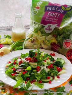 salatka-na-zielono-z-granatem Fresh Rolls, Salads, Chicken, Health, Ethnic Recipes, Easy, Food, Diet, Health Care