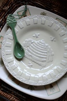 Naturewood by Pfaltzgraff embossed bee salad plate and spoon