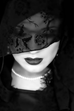 26 Trendy fashion black and white photography veils photography photoshop art photo tutorial f Dark Beauty, Style Noir, Black N White Images, Color Negra, Black And White Photography, Monochrome, Fashion Photography, Free Photography, Portrait Photography