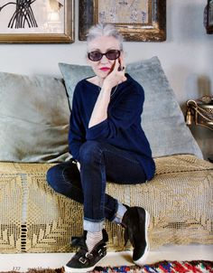 Cool Granny: Linda Rodin - Agapeton by Linkan Palenewen You are in the right place about Advanced Style street Here we offer you the most beautiful pictures about the Advanced Style women you are look Song Of Style, My Style, Yasmina Rossi, Mode Simple, Quirky Fashion, Advanced Style, Rodin, Diana Vreeland, Fashion Over 50