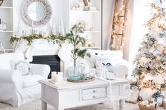 Cool furniture ideas small apartment Ikea Holiday Decor Small Space Elle Decor 27 Easy Christmas Home Decor Ideas Small Space Apartment Diy Home Decor For Apartments, Small Apartments, Budget Patio, Ikea, Simple Christmas, Christmas Home, Apartment Christmas, Christmas Ideas, White Christmas
