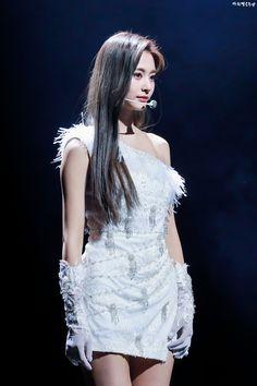 Photo album containing 35 pictures of Tzuyu Nayeon, South Korean Girls, Korean Girl Groups, Jia Miss A, Aquarium Pictures, Chou Tzu Yu, Seoul Music Awards, Twice Once, Fandom