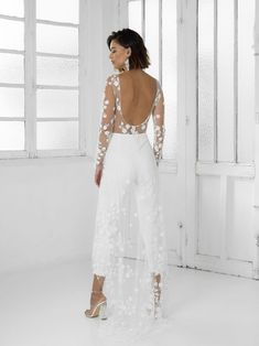 Rime Arodaky Patsy white bridal jumpsuit ideal City Hall wedding outfit You can find different rumors about the real history … Tight Dresses, Formal Dresses, Wedding Dresses, Prom Dresses, Wedding Jumpsuit, Straight Dress, Little White Dresses, White Bridal, Mermaid Dresses