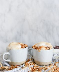 Want to go full coconut with your morning coffee? Try out this homemade coconut latte! ☕ Easy to make with Candico's coconut sugar Coconut Syrup, Toasted Coconut, Coconut Latte Recipe, Coconut Recipes, Coconut Sugar, Yummy Drinks, Yummy Food, Tasty, Frappuccino