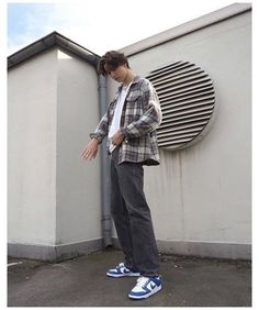 Skater Boy Style, Look Skater, Hot Skater Boys, Skater Guys, Indie Outfits, Retro Outfits, Boy Outfits, Trendy Outfits For Guys, Vintage Outfits