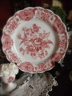 Ana Rosa~Beautiful red and white china! Antique Dishes, Vintage Dishes, Vintage Plates, Vintage China, Vintage Dishware, Vintage Pottery, Red And Pink, Red And White, Objets Antiques