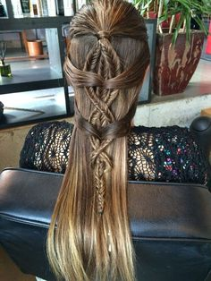 This Renaissance-inspired braid is stunning.
