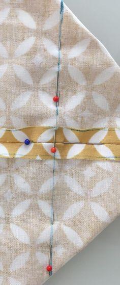 Epingler sur la ligne avant la couture. Sewing Hacks, Sewing Projects, Drawstring Bag Tutorials, Coin Couture, Pouch, Tote Bag, Crochet, Paris, Search Engine