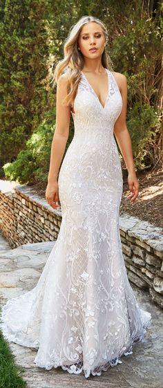 Wedding Dress by Moonlight Bridal 2018 Collection #WeddingDress #BridalGown