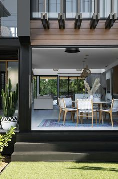 A hassle-free building experience gave Kayla and Darius Boyd this dreamy home amongst the leafy streets of Brisbane's north. Interior Design Images, Interior Design Magazine, Interior Window Shutters, Home Design Magazines, Indoor Outdoor Living, House And Home Magazine, Home Decor Kitchen, Interiores Design, Interior And Exterior