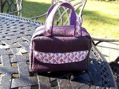 Sac à langer Boogie en simili autruche violet et coton coloré cousu par Catherine - Patron Sacôtin