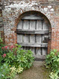 Oak Door to secret garden, Packwood House, England