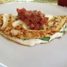 Spinach & Cheese Egg White Omelet Recipe - A healthy egg white omelet filled with cheddar cheese and spinach.
