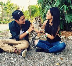 Austin Mahone & Becky G + Baby Tiger - http://oceanup.com/2015/05/28/austin-mahone-becky-g-baby-tiger/