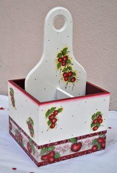 Veja as mais belas referências de artesanato em MDF com fotos incríveis. Confira mais 8 vídeos com o passo a passo explicativo. Pallet Boxes, Wooden Boxes, Diy Crafts Hacks, Diy Home Crafts, Tole Painting, Painting On Wood, Diy Para A Casa, Decoupage Box, Sewing Box