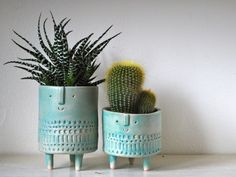 Inspired by potters from the and Atelier Stella creates adorable clay characters in soft colors and rustic patterns. Ceramic Flower Pots, Ceramic Pots, Ceramic Pottery, Clay Vase, Clay Pots, Face Planters, Planter Pots, Clay Art Projects, Plants