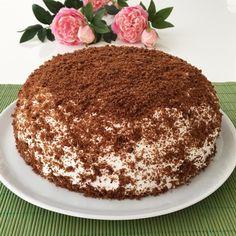 Herkese keyifli akşamlar.Meyveli Dondurma pasta.Şimdiden yiyenlerinde beğenisini alan bir pasta..Pastayı size nasıl tarif etsemki dşı krem şanti ile kaplı kakaolu kek ile yumuşacık içi meyveli kremayla dondurulmuş bir pasta hayal ediniz.Ayrıca yaz aylarınada yakışacak bir pasta Meyveli Dondurma Pasta 4 yumurta,1 sb şeker,2 yk sıvı yağ,1 pk kabartma tozu,1 sb un,3yk kakao Kreması 1 sb un,2yk nişasta,1 sb şeker,1pk vanilya 3,5 sb süt (250 ml bardak) Krema için verilen malzemelerin hepsi karıştı... Pasta Cake, Cupcake Cakes, Cupcakes, Nutella, Tiramisu, Cake Recipes, Deserts, Food And Drink, Cooking Recipes