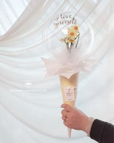 Balloon Crafts, Balloon Gift, Balloon Decorations, Hand Bouquet, Diy Bouquet, Balloon Flowers, Balloon Bouquet, Minnie Maus Ballons, Ballon Arrangement