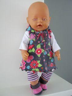 Vera Poppenmode: Poppenjurkje compleet met shirt, legging en schoentjes