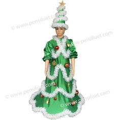 Костюмът на Елха е съставен от две части рокля и шапка. Роклята е от сатен в зелен цвят от 100% ПЕ. Украсен е с гирлянди в бял цвят и различни украшения подходящи за Коледна елха. Украсите са монтирани здраво за гирляндите, за по-голяма сигурност при експлоатацията на костюма. Когато се пере е необходимо да се демонтират.