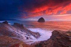Cape Kiwanda State Natural Area is a state park in Pacific City, Oregon, United States. Cape Kiwanda is on the Three Capes Scenic Route, which includes Cape Meares and Cape Lookout. Beautiful Sunset, Beautiful World, Beautiful Places, Beautiful Pictures, Amazing Photos, Amazing Places, Pacific City Oregon, Oregon Coast, Pacific Northwest