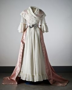 Dress, late 18th century- absolutely fabulous! Would wear this kind of dress everyday if people wouldn't think I was crazy