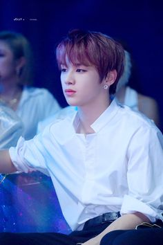K-Pop fans know, Kang Daniel is all about white shirts and white shirts are made for Kang Daniel. His broad shoulders, draped in a simple dress shirt, is perhaps a bit too dangerous. Jinyoung, Kang Daniel Produce 101, Daniel Day, Prince Daniel, Produce 101 Season 2, Kim Jaehwan, Ha Sungwoon, Kpop, Seong