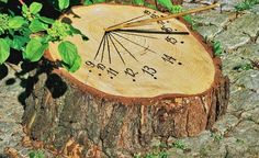Sonnenuhr selber bauen Building a sundial yourself – man has always tried to structure his day. For this to succeed,. Garden Crafts, Garden Projects, Diy Garden, Garden Deco, Sundial, Garden Structures, Parcs, Outdoor Projects, Yard Art