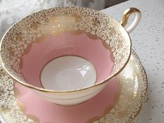 Tasse de thé rose antique Aynsley et soucoupe par ShoponSherman