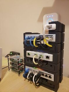 "Mein aktuelles ""Mini-Labor"": Homelab My actual ""mini-lab"" : homelab – Heimkino Systemdienste Network Cabinet, Network Rack, Diy Office Desk, Home Office Setup, Computer Projects, Electronics Projects, Hobby Electronics, Iot Smart Home, Projets Raspberry Pi"
