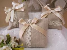 n. 8-9 € 3,40 con confetto+biglietto x info clicca su foto Lavender Bags, Lavender Sachets, Wedding Favor Bags, Wedding Gifts, Confetti Bags, Scented Sachets, Burlap Crafts, Shabby Chic Style, Engagement Gifts