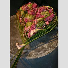 Grafwerk GR28 : Philippe Bas webshop Art Floral, Floral Design, Funeral Flowers, Wedding Flowers, Willow Wreath, Corporate Flowers, Willow Weaving, Unique Flowers, Flower Decorations
