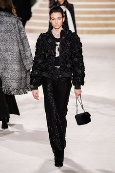 Chanel Pre-Fall 2020 Fashion Show - Vogue New Fashion Trends, Fashion Images, Fashion Week, Fashion 2020, Fashion Art, Fashion Outfits, Fashion Design, Fashion Show Collection, Couture Collection
