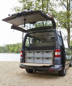 VW Bus mit Skippy-Campingmodulen.
